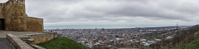 Derbent vom Hügelpanorama stockfotos