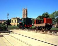Derby Cathedral und alter Zug lizenzfreie stockfotos