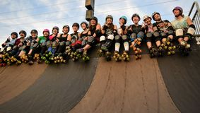 Derby Girls assume la direzione del parco del pattino Immagine Stock