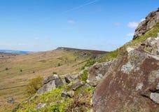 Derbyshire fait une pointe le bord Angleterre de Stanage photos stock