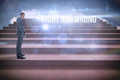 Derecho e incorrecto contra pasos contra el cielo azul Fotografía de archivo