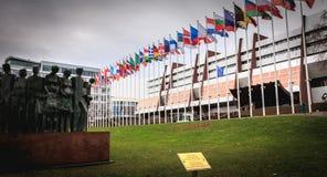 Derechos humanos de la estatua del scuplteur Gonzalez BELTRAN en 2005 en el frente del Consejo de Europa imagen de archivo libre de regalías