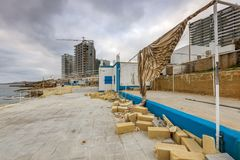 Derelictb-Swimmingpoolkomplex und lido, Malta lizenzfreie stockfotos
