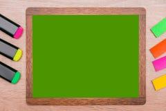 Derida su, sul fondo di legno degli indicatori e sul fondo per l'inserzione Fotografie Stock Libere da Diritti