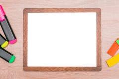 Derida su, sul fondo di legno degli indicatori e sul fondo per l'inserzione Immagine Stock Libera da Diritti