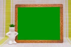 Derida su, sul fondo di legno degli indicatori e sul fondo per l'inserzione Fotografia Stock