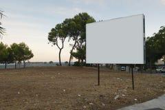 Derisione in bianco del tabellone per le affissioni su Fotografia Stock