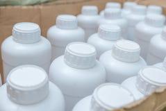 Derisione d'imballaggio della bottiglia di plastica bianca su Fotografia Stock