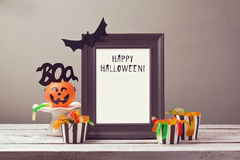 Derisione del manifesto di Halloween sul modello immagini stock libere da diritti