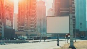Derisione del tabellone per le affissioni alta e grattacieli nel Dubai Immagine Stock