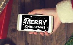Derisione dello Smart Phone di uso di Santa su con un copyspace per il Natale Immagine Stock