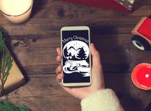 Derisione dello Smart Phone di uso di Santa su con un copyspace per il Natale Immagini Stock