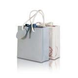 Derisione di carta della borsa del regalo dello spazio in bianco due su che sta su una tavola di legno Emp Fotografia Stock Libera da Diritti