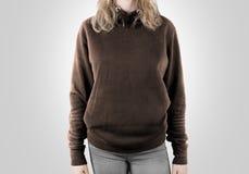 Derisione marrone in bianco della maglietta felpata su immagini stock libere da diritti
