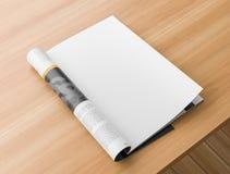 Derisione realistica del catalogo o della rivista su sulla tavola di legno Pagina in bianco della rivista per i modelli illustraz fotografia stock