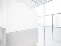 Derisione su dell'interno bianco della galleria dello spazio 3d rendono Fotografia Stock
