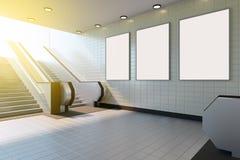 Derisione sull'esposizione degli annunci del modello di media del manifesto in scala mobile della stazione della metropolitana ra illustrazione di stock