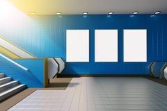 Derisione sull'esposizione degli annunci del modello di media del manifesto in scala mobile della stazione della metropolitana ra royalty illustrazione gratis