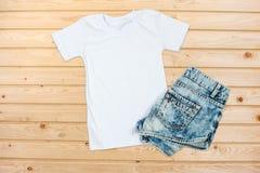 Derisione unisex bianca di disposizione del piano della maglietta su fotografie stock libere da diritti