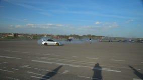 Deriva de Subaru Impreza de la evolución de Mitsubishi Lancer, fricción, compitiendo con almacen de metraje de vídeo