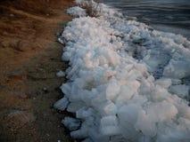 Deriva del ghiaccio sul fiume di Ussuri Immagine Stock
