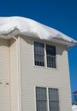 Deriva della neve sul tetto Immagini Stock