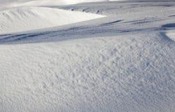 Derivas de la nieve en invierno Imagen de archivo libre de regalías