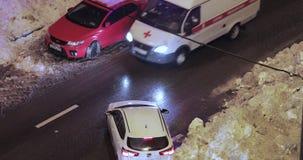 Derive della neve sulla strada archivi video