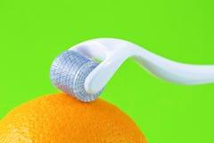 Derma rulle för therpay medicinsk needling för micro Royaltyfri Bild