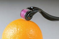 Derma rulle för therpay medicinsk needling för micro Royaltyfri Fotografi