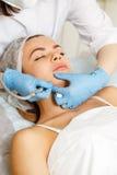Dermabrasion stawia czoło Narzędzia kosmetologia obrazy royalty free