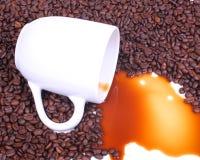 Derramamento do café fotografia de stock