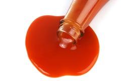 Derramamiento de la salsa de tomate imagen de archivo