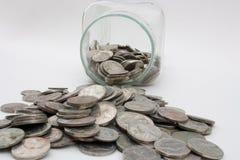 Derramamiento del tarro del dinero Imagen de archivo