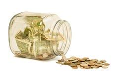 Derramamiento del tarro del dinero Foto de archivo