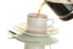 Derramando um copo do café quente Fotos de Stock