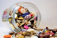 Derramar el tarro de los desperdicios Fotografía de archivo