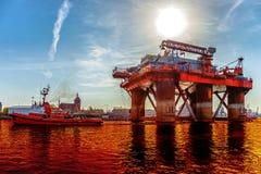 Derrame de petróleo en el agua fotografía de archivo libre de regalías