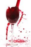 Derrame o vinho no vidro Imagens de Stock