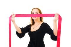 derrière cacher le femme romantique de bande rouge Photographie stock