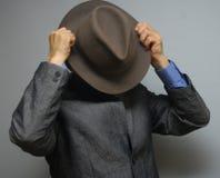 Derrière le chapeau Images stock