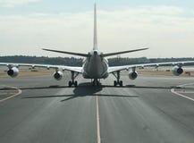 Derrière un avion Image stock