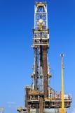 Derrick de la plate-forme pétrolière de perçage tendre (plate-forme pétrolière de péniche) Images libres de droits