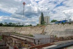 Derrumbamiento del muro de cemento. Foto de archivo libre de regalías