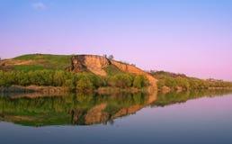 Derrumbamiento por el río Fotografía de archivo