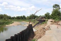 Derrumbamiento y erosión del banco Foto de archivo libre de regalías