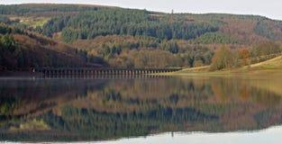 Derwent-Reservoir reflektiert Stockfoto