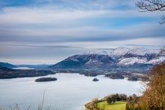 Derwent vatten och Skiddaw i vinter Royaltyfria Foton