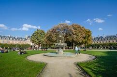 des住宅门面法国豪华巴黎安排vosges 免版税库存图片