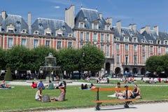 des喷泉法国巴黎安排vosges 免版税库存照片